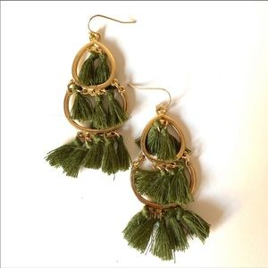 NY&CO Green feather dangling gold tone earrings